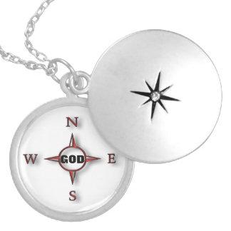 Colar Medalhão O deus é meu compasso