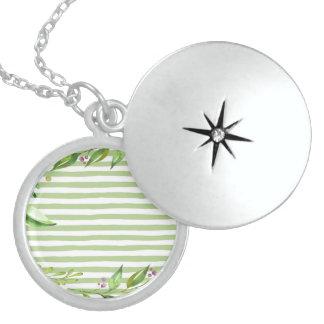 Colar Medalhão O verde corajoso da arte da aguarela listra o