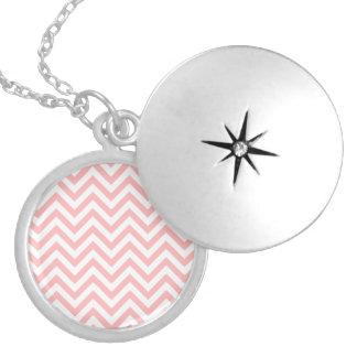 Colar Medalhão O ziguezague cor-de-rosa e branco listra o teste