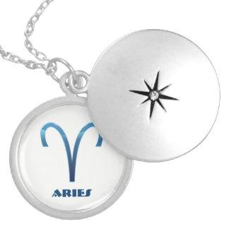 Colar Medalhão Sinais azuis do zodíaco do Aries no branco