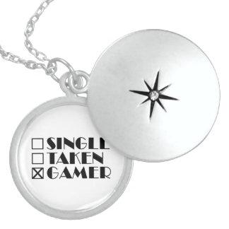 Colar Medalhão Solteiro tomado ou Gamer