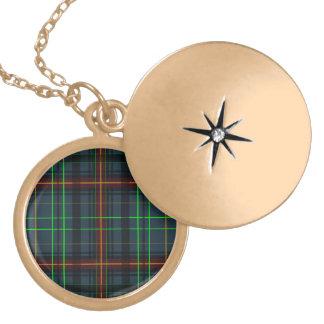 Colar Medalhão Tartan em azul, alaranjado, verde…