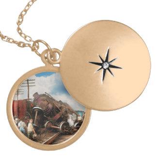 Colar Medalhão Trem - acidente - cabeças de terminação 1922