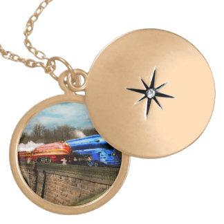 Colar Medalhão Trem - retro - encontre os Royals 1938