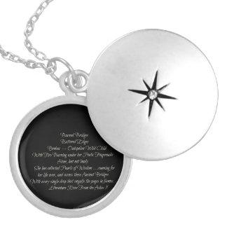 Colar Medalhão Unhas poéticas