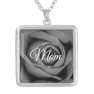 Colar monocromática da mamã do rosa