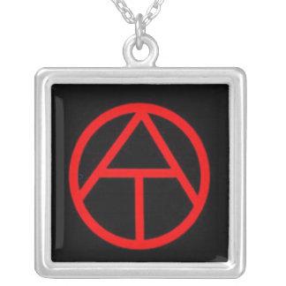 """Colar """"oficial"""" do símbolo do ateísmo"""