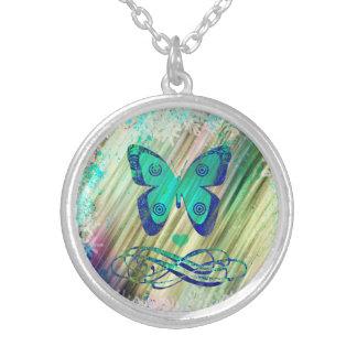 Colar original da borboleta para um presente