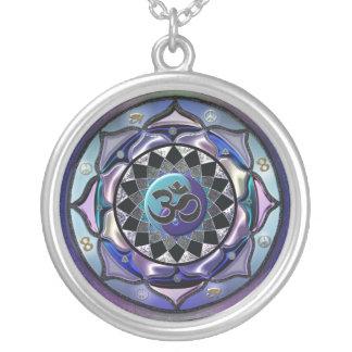 Colar simbólica tonificada legal da mandala da lua