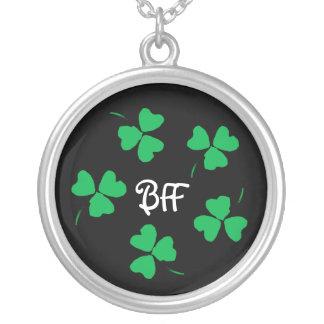 Colar verde irlandesa do trevo BFF