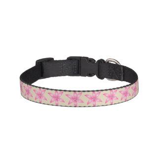Coleira de cão cor-de-rosa da flor