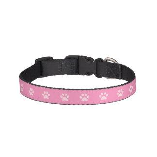Coleira de cão cor-de-rosa do impressão da pata