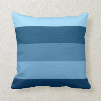 Colora listras retros dos tons do azul almofada