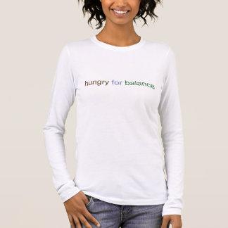 Com fome para a camisa longa da luva das mulheres