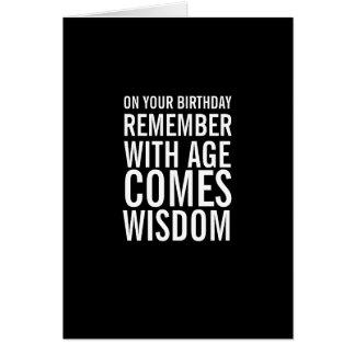 Com idade vem o cartão de aniversário engraçado da