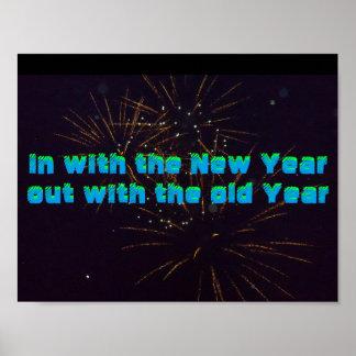 Com no poster do ano novo