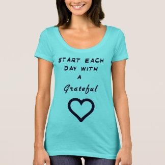 """""""Comece cada dia com a camisa de um coração grato"""""""