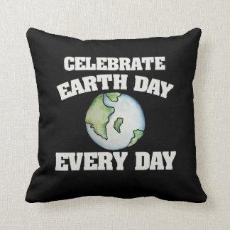 Comemore o Dia da Terra cada dia Almofada