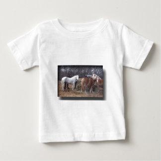 Comer dos cavalos de esboço t-shirts