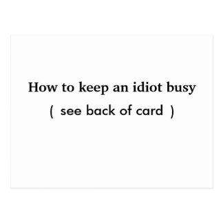 Como manter um idiota ocupado, cartão
