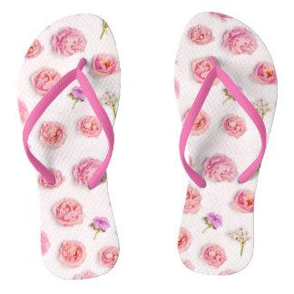 Composição floral bonita chinelos