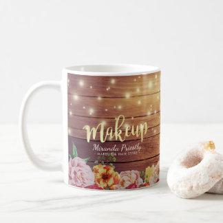 Composição floral de madeira rústica do roteiro do caneca de café