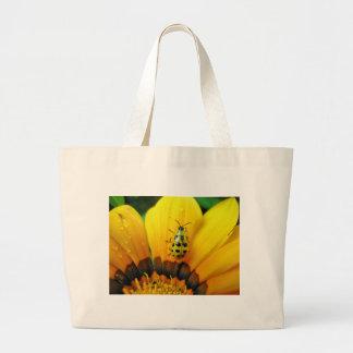 Composição no amarelo bolsa para compra