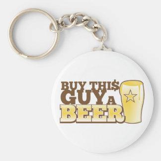 Compre esta cara uma cerveja!  da loja da cerveja chaveiro