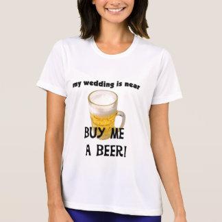 Compre-me um despedida de solteiro da cerveja t-shirt