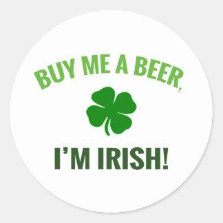 Compre-me uma cerveja, mim são etiqueta irlandesa adesivo