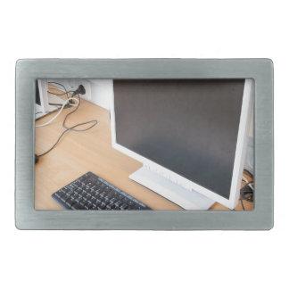 Computador de secretária na classe do computador