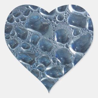 Condensação da garrafa de água adesivo coração