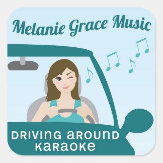 Condução em torno da etiqueta do karaoke