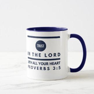 Confiança do 3:5 dos provérbio na caneca do senhor