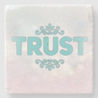 """""""Confiança"""" na porta copos de pedra bonita"""