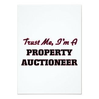Confie que eu mim é um leiloeiro da propriedade convite 12.7 x 17.78cm