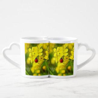 Conjunto De Caneca De Café Joaninha amarelo do vermelho da boa sorte da flor
