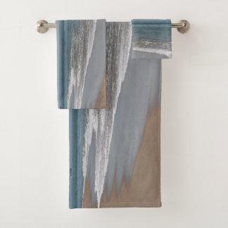 Conjunto De Toalhas Ondas de oceano que lavam na praia