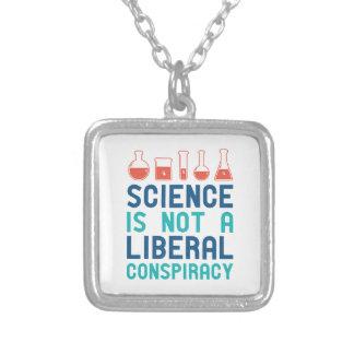 Conspiração liberal colar banhado a prata