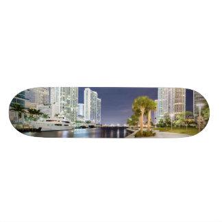 Construções ao longo do rio Riverwalk de Miami Shape De Skate 19,7cm