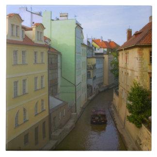 Construções históricas com canal, Praga, checa