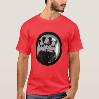 Controlado por cães camiseta