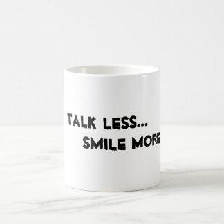 """""""Conversa menos. Sorria mais."""" caneca"""