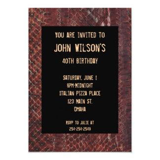 Convite adulto do aniversário de Brown Snakeskin
