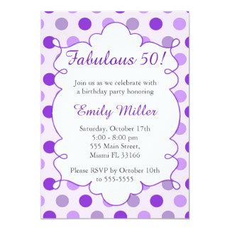 Convite adulto roxo do aniversário das bolinhas