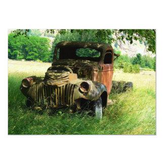 Convite antigo velho do caminhão do vintage