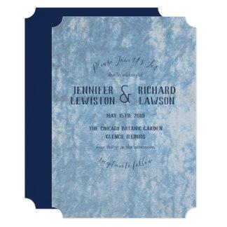 Convite azul esmagado do casamento de veludo