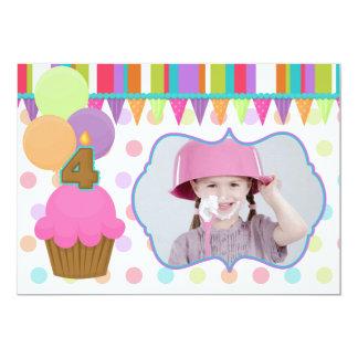 Convite bonito da foto do aniversário do cupcake