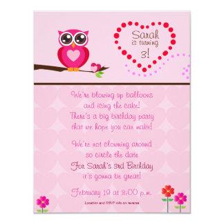 Convite bonito do aniversário da coruja