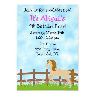 Convite bonito do aniversário do cavalo para